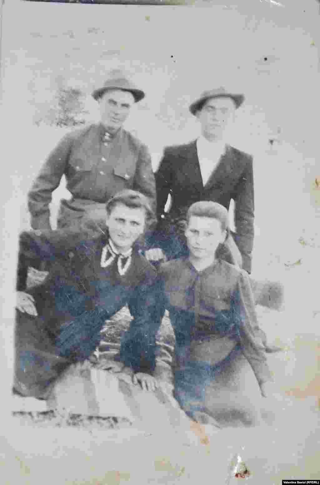 Andrei Găină, cu soția și niște prieteni,1946