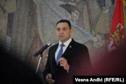 Prihvatio sam sugestiju svog saborca i vrhovnog komandanta Aleksandra Vučića da odložim planirani štrajk glađu: Aleksandar Vulin