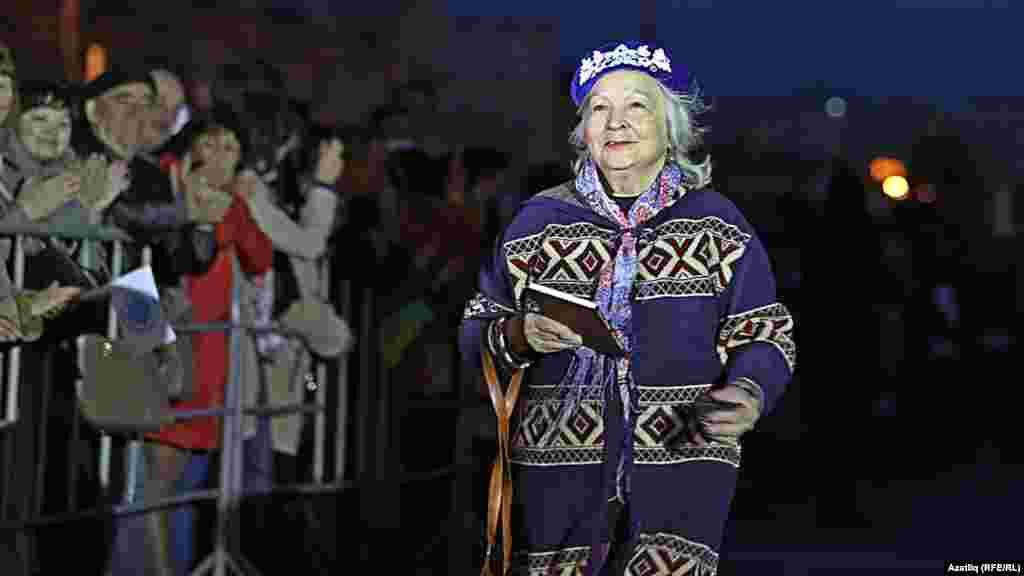 Камал театры каршында яңа сезон ачу тантанасы. Асия Галиева.