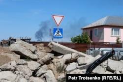 Строительный мусор в селе Кызылсуат. Акмолинская область, 10 июня 2020 года.