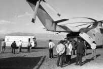 Refugees being evacuated from Stepanakert to Armenia in November 1989 (Photolur)