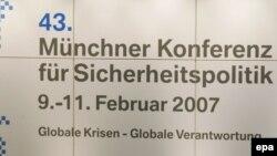 Конференциянын былтыркы уюштуруучусу Хорст Тельчик менен Германиянын канцлери Ангела Меркель, 10-февраль, 2007