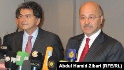 رئيس حكومة إقليم كردستان برهم صالح ووزير الدولة لشؤون التجارة الفرنسي بيير لولوش يتحدثان في مؤتمر صحفي بأربيل.
