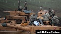 Թուրքական բանակի տանկերը Սիրիայի սահմանի մոտ՝ Հաթայ նահանգում, 24-ը հունվարի, 2018թ․