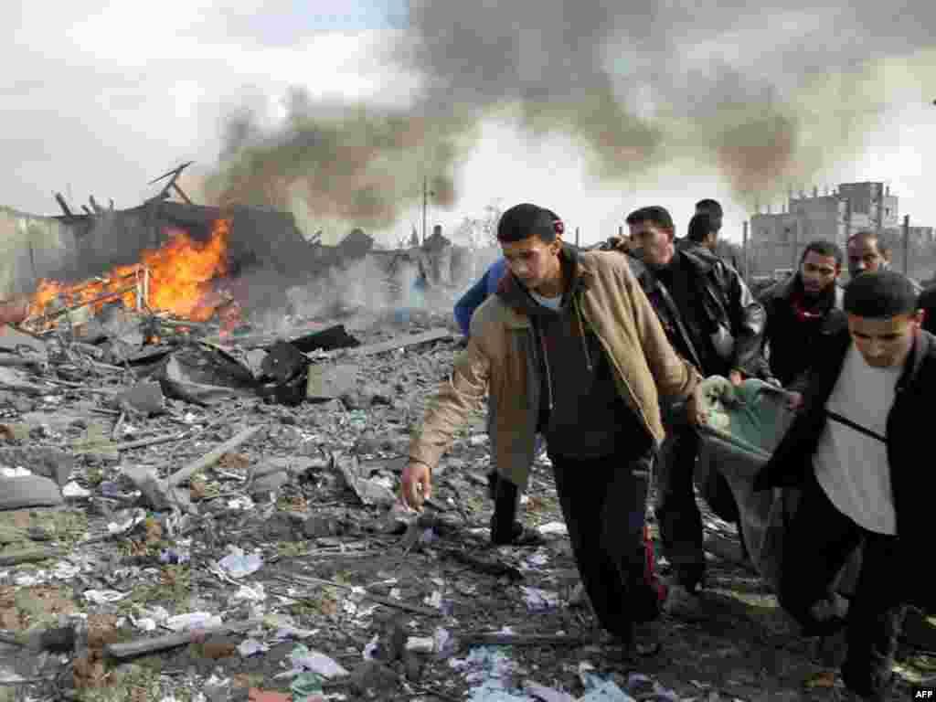Palestina - Žrtve napadnutog izbjegličkog kampa Buriej.