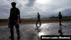 Илустрација: Мјанмарски полицајци патролираат во државата Ракине