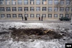 Следы обстрела школы в Авдеевке, Донецкая область, февраль 2017 года