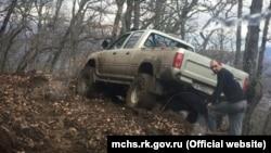 Завислий автомобіль на небезпечній ділянці гори Ай-Йори, 3 січня 2017 року