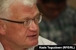 Оппозициялық саясаткер, экономист Петр Своик.