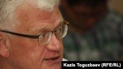 Петр Своик, экономист. Алматы, 5 мая 2014 года.