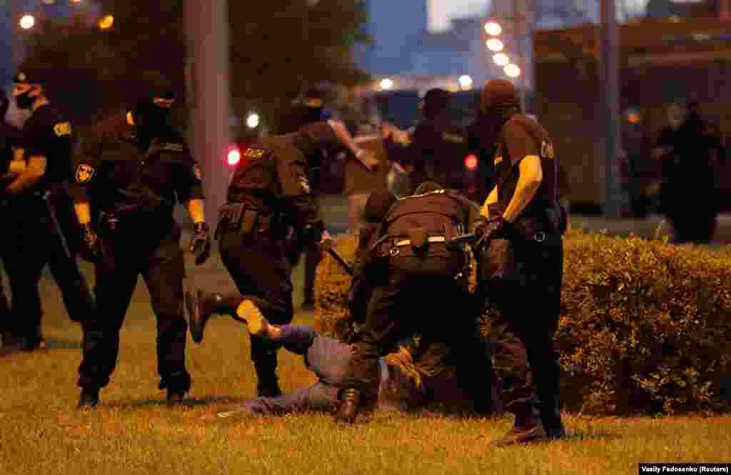 Министерство внутренних дел Беларуси утром 10 августа сообщило о 50 пострадавших со стороны протестующих. Кроме того, по их данным, в числе пострадавших 39 силовиков. Информации о жертвах в министерстве не дают