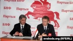 Ігар Лялькоў і Аляксей Янукевіч на прэсавай канфэрэнцыі.
