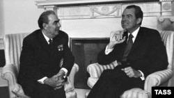 U.S. President Richard Nixon (right) and Soviet leader Leonid Brezhnev meet in the White House in Washington in June 1973.
