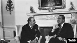 Iамерка -- Президент Никсон Ричард а (аьтт), Советан Пачхьалкхан лидер Брежнев Леонид а(аьрр), КIайн ЦIа, Вашингтон, 1973 шо