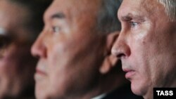 Қазақстан президенті Нұрсұлтан Назарбаев (сол жақта) пен Ресей президенті Владимир Путин. Мәскеу, 9 қазан 2012 жыл.