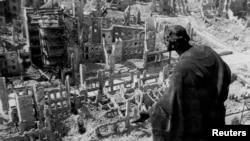 Дрезден після бомбардування, 1945