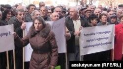 Акция протеста работников завода «Наирит» в Ереване (архив)