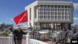 Референдумнан соң Кырып парламенты янында