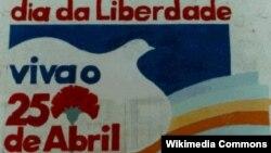 دیوارنوشتهای به یاد انقلاب گل میخک در شهر پورتوی پرتغال.