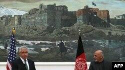 Чак Хейгел жана Ашраф Гани. Кабул, 6-декабрь, 2014-жыл.
