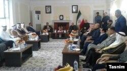ایرج مسجدی، سفیر ایران در عراق، در محل کنسولگری جمهوری اسلامی در شهر بصره همراه با برخی از روسای قبایل.