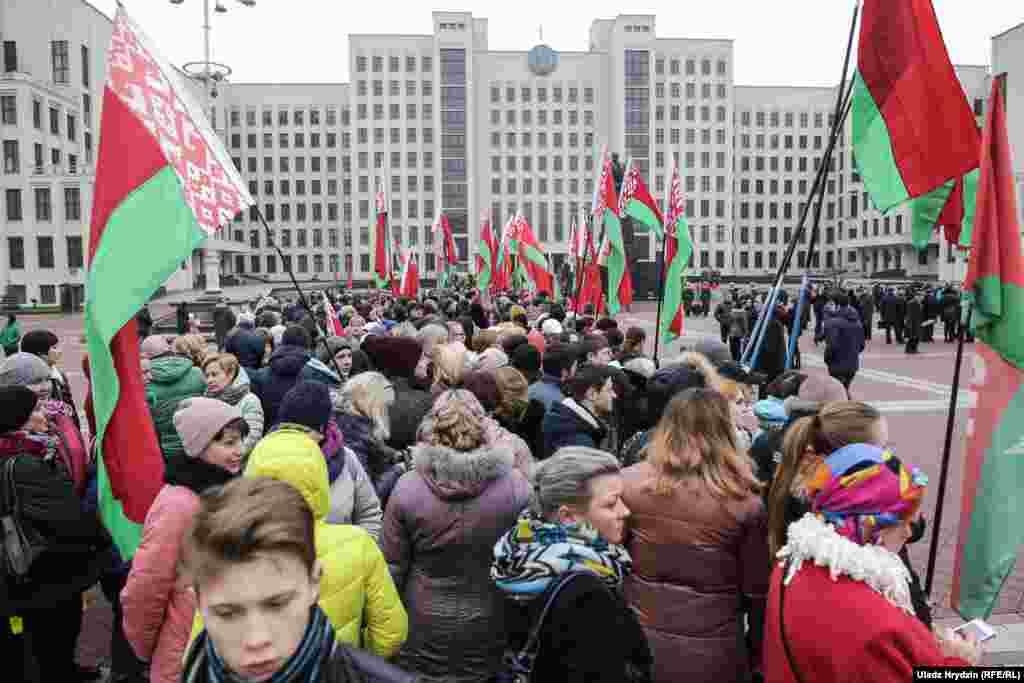 Асноўнымі удзельнікамі акцыі сталі актывісты Камуністычнай партыі Беларусі.