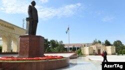 İlham Əliyev Şirvanda atasının heykəlini ziyarət edir. 23 june 2017