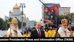 Патриарх Феодор II (слева) перестал быть желанным гостем в Москве