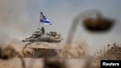 Газа секторында жүрген Израиль танкі. 3 тамыз 2014 жыл.