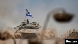 Pamje e flamurit të Izraelit në tankun ushtarak