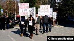 Pamje nga aksioni simbolik i Vetëvendosjes në Mitrovicë