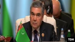 Türkmenistanyň prezidenti Gurbanguly Berdimuhamedow Goşulyşmazlyk hereketiniň XVIII sammitinde söz sözleýär. Baku, 25-nji oktýabr, 2019.