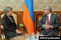 Armenia - President Serzh Sarkisian meets with U.S. Assistant Secretary of State Rose Gottemoeller, 18Oct2011.