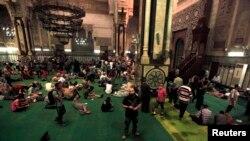 Xhamia al-Fath ku muajin e kaluar qenë ngujuar përkrahësit e Vëllazërisë Myslimane, 17 gusht 2013