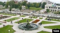 Шик, блеск, красота. На фоне военных разрушений избранные места Грозного блистают почти неземным совершенством