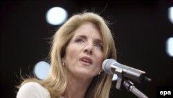 Дочь Джона Кеннеди Кэролин поддерживает вся ее могущественная семья