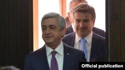Armenia - President Serzh Sarkisian and Prime Minister Karen Karapetian arrive for a cabinet meeting in Yerevan, 29Jun2017.