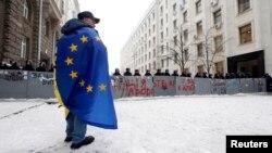 Украина -- ЕвроБертан байракх шех а хьарчийна лаьтта Киеверчу гуламан декъашхо, 12ГIу 2013