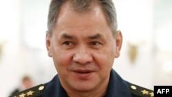 Сергей Шойгу, недолго побыв губернатором Подмосковья, назначен министром обороны России