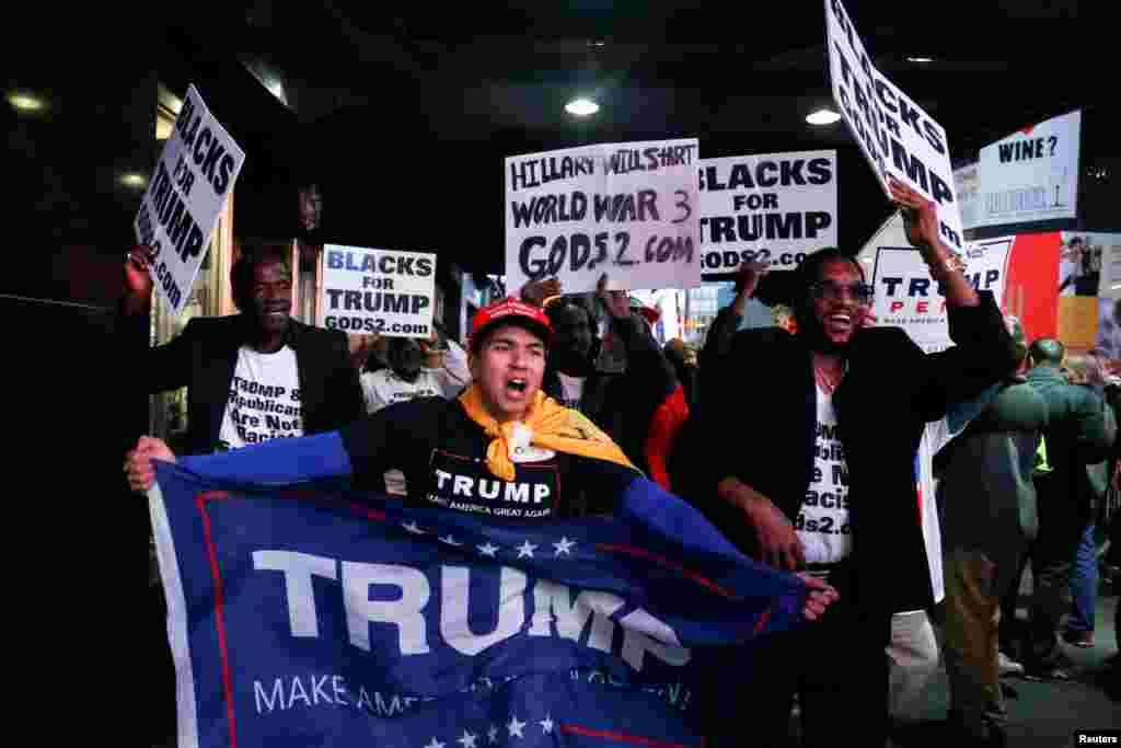 В том же Нью-Йорке сторонники Трампа вышли на Таймс-сквер