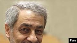 به نوشته وال استریت ژورنال، طهماسب مظاهری، رییس کل بانک مرکزی ایران، تحریم های آمريکا را مصداق «تروريسم اقتصادی» خوانده است. ( عکس: فارس)