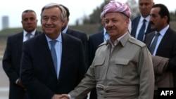 Президент регионального правительства Курдистана Масуд Барзани (справа) приветствует генерального секретаря ООН Антониу Гутерриша. Эрбиль, 30 марта 2017 года.