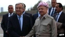 Президент регионального правительства Курдистана Масуд Барзани (справа) приветствует генерального секретаря Организации Объединенных Наций Антониу Гутерриша. Эрбиль, 30 марта 2017 года.