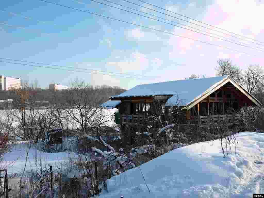 """Поселок """"Речник"""" был основан в 1957 году, когда это еще не было территорией Москвы, и людям разрешили заниматься садоводством на этих участках, не строя дома. Потом эта территория отошла к Москве, а потом стала и заповедной"""