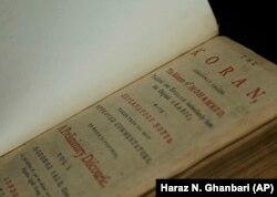قرآن توماس جفرسون مربوط به سال ۱۷۳۴ است و جورج سیل، شرقشناس انگلیسی آن را از عربی به انگلیسی ترجمه کرده.