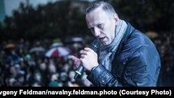 Алексей Навальный во время выступления перед своими избирателями
