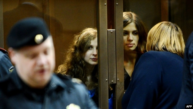 Maria Alyokhina (left) and Nadezhda Tolokonnikova in a Moscow courtroom earlier this month