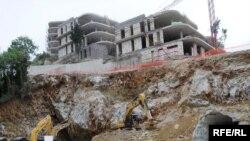 Gradnja kompleksa Zavala kod Budve, 2010.