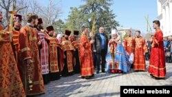 Зустріч Благодатного вогню в Олександро-Невському соборі Сімферополя. 12 квітня 2015 року