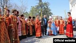 Встреча Благодатного огня в Александро-Невском соборе Симферополя 12 апреля
